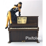 La Pin'up sur le piano