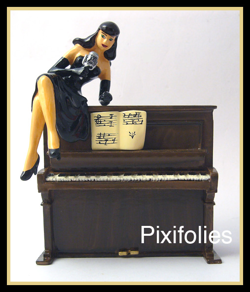 Pixi BERTHET : Pin-Up La Pin'up sur le piano
