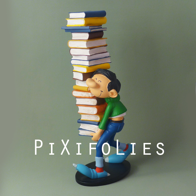 Pixi FRANQUIN : Gaston / Collectoys Résine Gaston portant une Pile de Livre